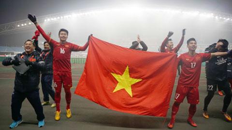 Là đỏ, là vàng, là lửa Việt Nam!