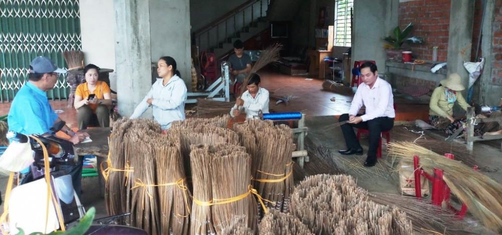 NHCSXH Quảng Ngãi triển khai cho vay đối với cơ sở SXKD sử dụng lao động là người khuyết tật