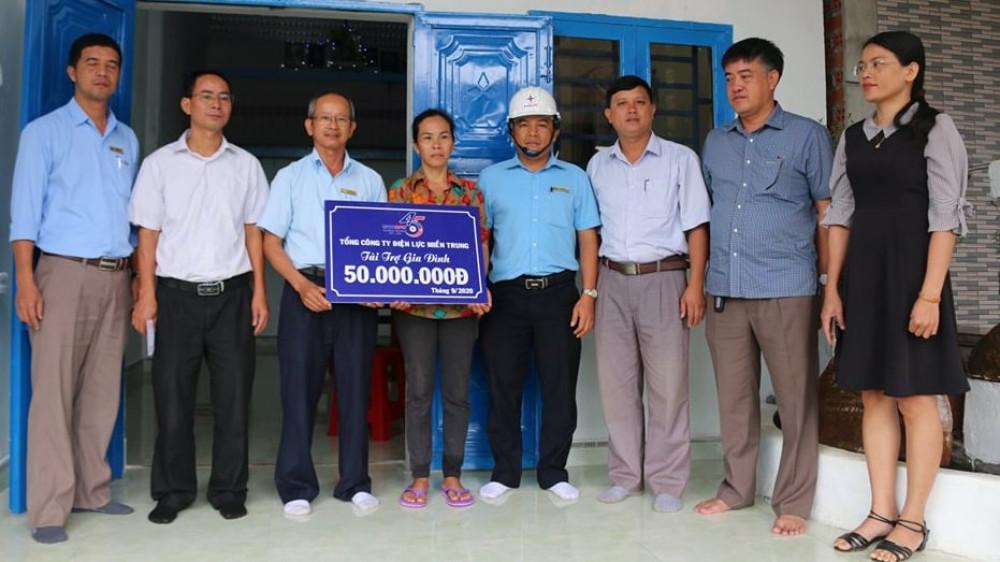 Công ty Điện lực Đắk Nông: Bàn giao nhà tình nghĩa cho 6 hộ khó khăn