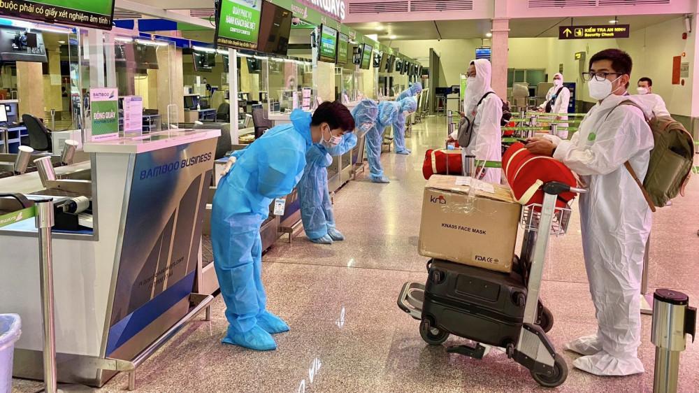 Bamboo Airways bay chuyên cơ khứ hồi đưa gần 200 y - bác sĩ từ miền Trung vào TP.HCM chống dịch